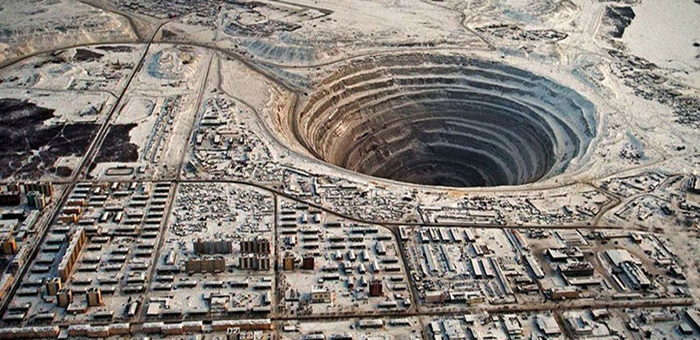 Mirny Mining Town – Living on the Abyss